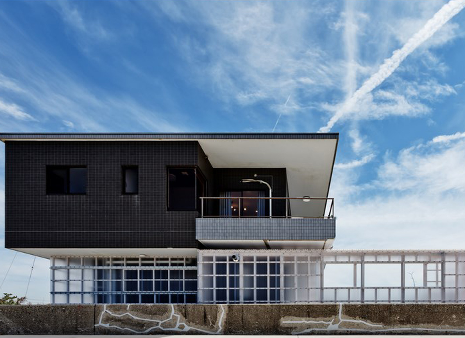 Renovated a Seaside Villa |  Nanometer Architecture | International Architecture Awards 2019